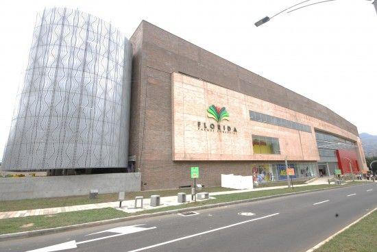 Resultado de imagen para fachadas centros comerciales modernos
