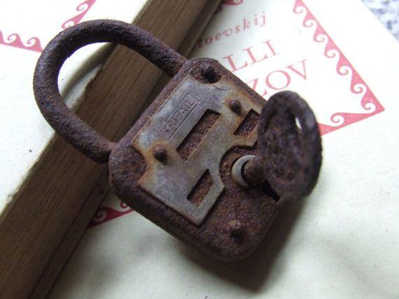 Antico lucchetto PRIFAIL 1950 con chiave non di AntichiRicordi