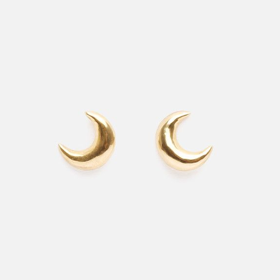 Bennt - Curved Moon Earrings