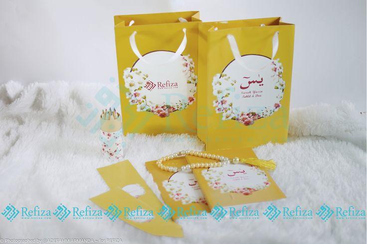 Kemasan dan motif cover baru dari Refiza. Paket souvenir paper bag dan yasin dengan tasbih yang bisa dicustom sesuai keinginan. Cocok dijadikan souvenir di segala acara.