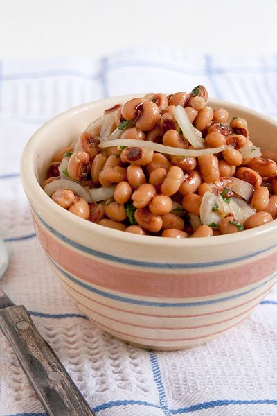 Black-Eyed Pea Salad from @Lana Stuart | Never Enough Thyme http://www.lanascooking.com/2013/05/03/black-eyed-pea-salad/