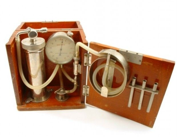 Pneumothorax Apparatus pre 1930 - Used to induce pneumothorax in TB patients, which was believed to slow spread of the disease and aid healing.  Phisick   Medical Antiques