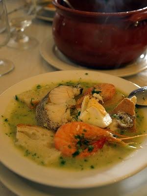 açorda de pescada (sopa de pescado)