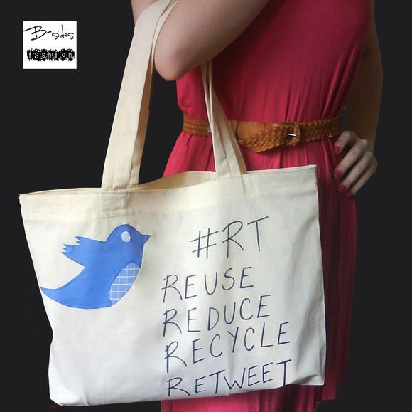 Bolsa reciclável Ecobag em algodão crú com diversas estampas em tecidos para escolher: -#RT Reuse Reduce Recycle Retweet R$20,00