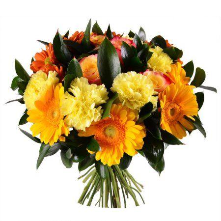 Яркая солнечная композиция из желтых гвоздик, коралловых роз, оранжевых гербер и хризантем наполнит теплом и нежностью душу родной или близкой женщины.