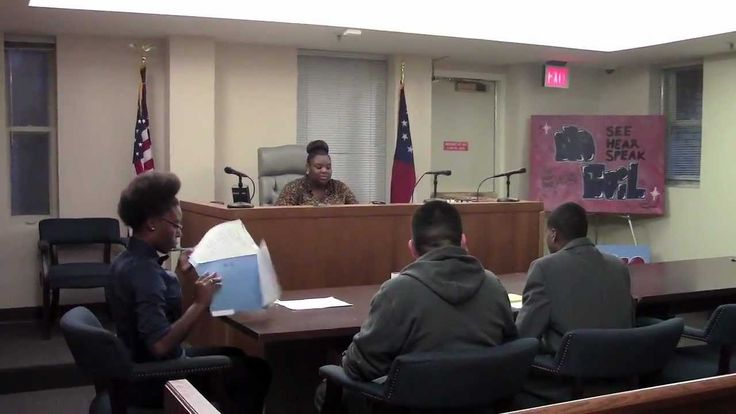 Athens Peer Court is a leadership program in which youth volunteers serve as the lawyers, judge and jury in sentencing hearings for youth who have been arrested. These youth volunteers receive training on leadership skills, public speaking and restorative justice to promote behavioral change and reduce recidivism