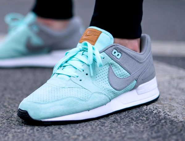 NIKE Women's Shoes - NIKE Air Pegasus 89 - Find deals and best selling  products for Nike Shoes for Women