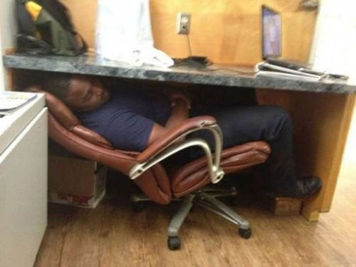 People always feel good while sleeping in their bed but some lazy and funny people sleep anywhere in any conditions, and even they don't think about the place where they are? Check out 26 hilarious photos reveal lazy people sleep anywhere.