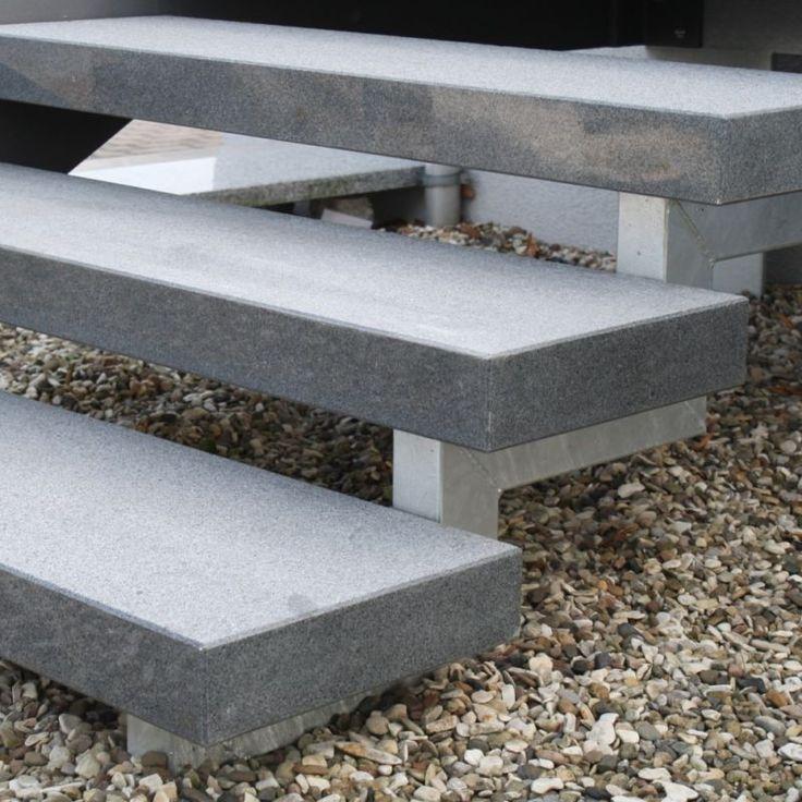 Stufe Treppe Naturstein Granit dunkel geflammt 250/35/8cm