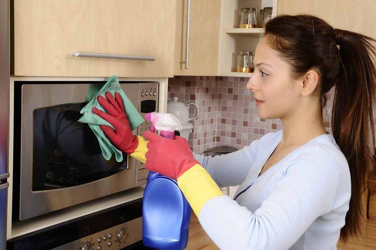 Een magnetron is een van de veelgebruikte apparaten in de keuken. Wanneer deze veel gebruikt wordt, zal deze op den duur vies worden. Daarom is het belangrijk om dit apparaat regelmatig te reinigen. Naast dat het hygiënisch is en het er netjes uitziet, draagt het ook bij aan de langere...
