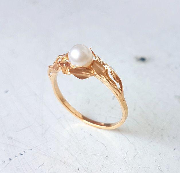 Złoty pierścionek z perłą - PANGOLD - Pierścionki złote