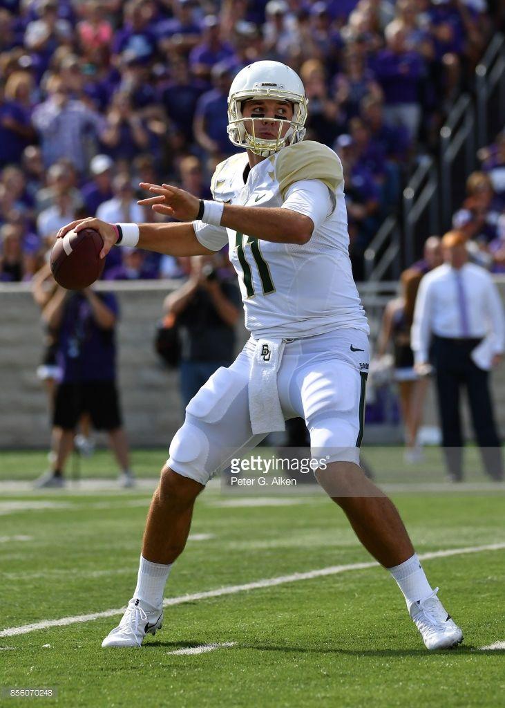 News Photo : Quarterback Zach Smith of the Baylor Bears ...