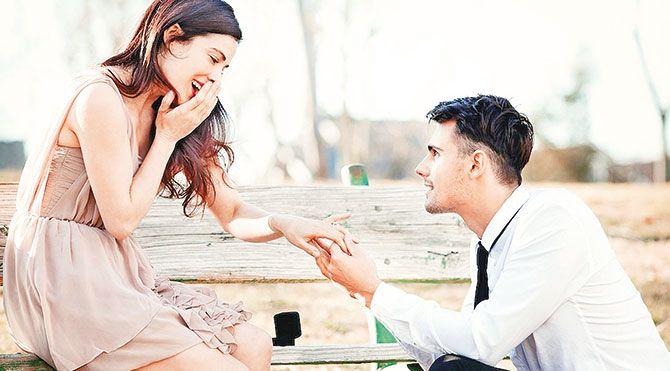 İkizler burcu ve evlilik:Her ortama kolayca adapte olduğundan iyi bir eştir. İhtiyaçlarını önemseyen ve onunla aynı hayat tarzını paylaşan bir eş ile çok mutlu olurlar. İkizler burcu ile balıklama bir evlilik doğru olmaz. Böylesi bir bağdan önce bir kaç yıl beraber yaşamakta fayda var. Bu onların kendilerini hazır hissetmeleri açısından önemli bir zamandır.