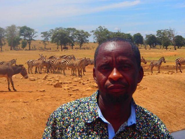 Patrick Kilonzo Mwalua, mais conhecido como o Homem da Água, vai todos os dias ao Tsavo West National Park para levar água aos animais selvagens.