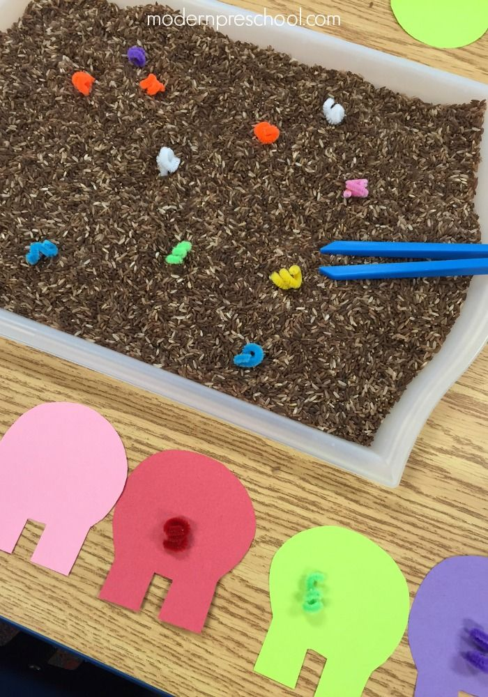 Help the pigs on the farm find their tails in the mud! Simple fine motor color matching activity