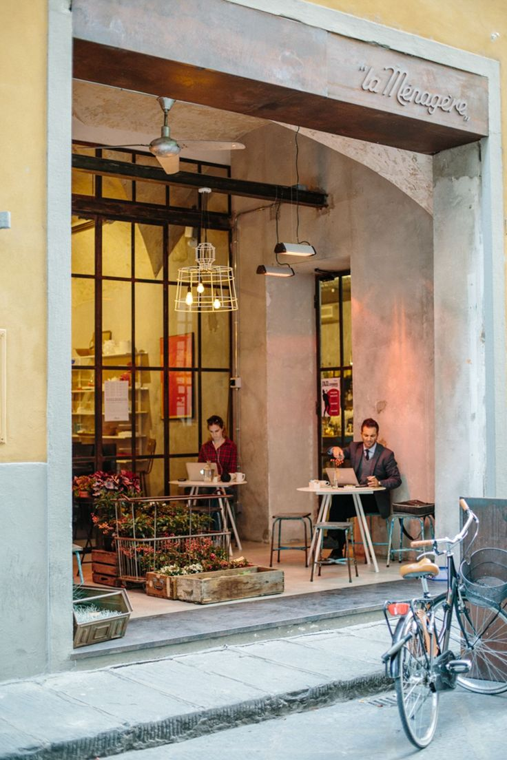 La Menagere | Florence |  beautifully decorated and relaxing bistro, coffee bar, and flower shop that also hosts jazz musicians and other events in the evening hours