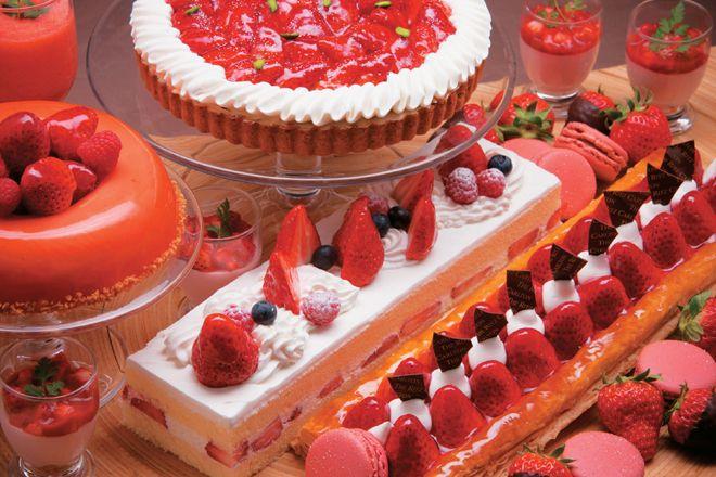 「ザ・リッツ・カールトン大阪」のイタリア料理「スプレンディード」が、2015年3月31日(火)まで、「ストロベリーブッフェ」を開催中! フレッシュな苺をふんだんに使用したストロベリーアイテムが毎日50種類以上、ラインナップする。