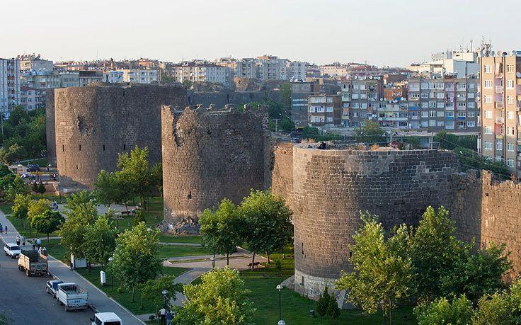 Diyarbakır Fortress and Hevsel Gardens Cultural Landscape, Turkey. Inscription in 2015. Criteria: (iv)