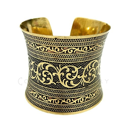 Look at this! Fabulous Design Cuff!
