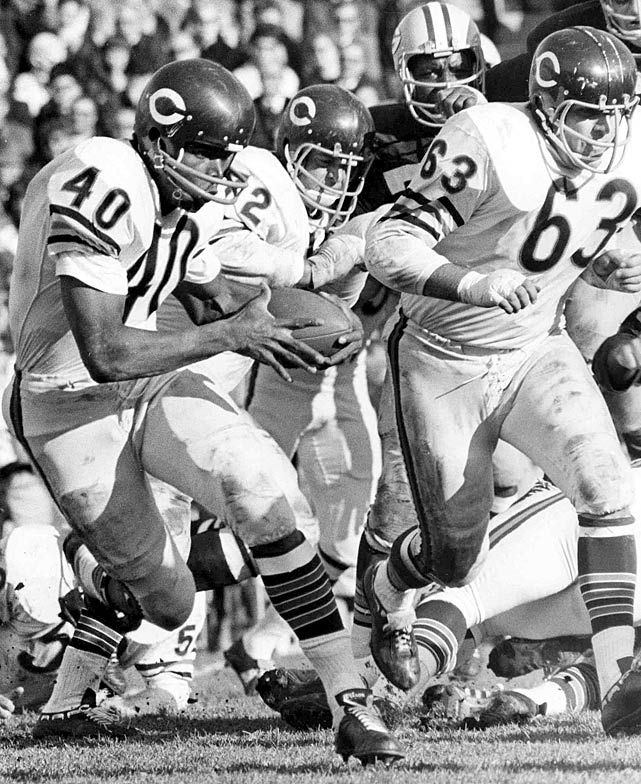 nfl 1960s   Gale Sayers - ca. 1960s - Rare NFL Photos by the late Vernon Biever ...