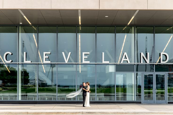 Downtown Cleveland Mall C Wedding | Leah and Robert | Cleveland Wedding Photography