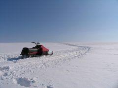白銀をスノーモービルで走り抜ける今しか体験できない爽快ウィンターレジャーが今年も始まってます 士別市にある羊と雲の丘放牧場で行われているのですがスノーモビルランドイン士別として開催中です 実際にスノーモービルに乗るコースとゴムボートに乗って牽引されるコースがありますよ どちらもなかなか体験できない冬の北海道ならではのレジャーです ぜひぜひ体験ください  詳しくはこちらから http://ift.tt/2i9fheW tags[北海道]