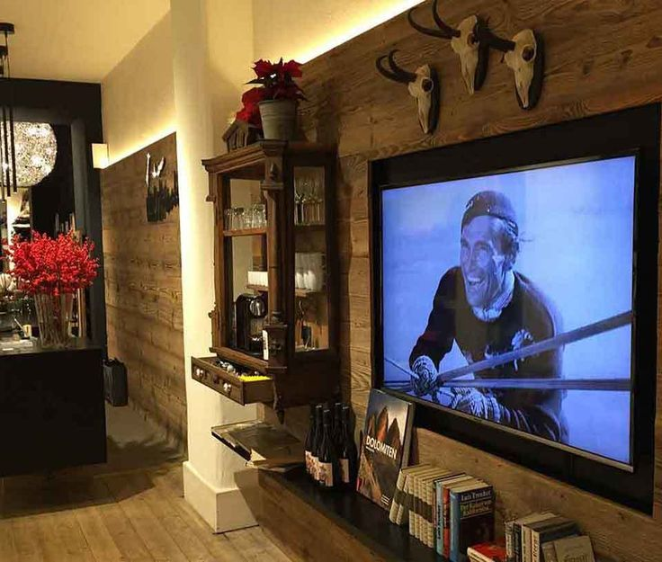 Innsbruck - the place to be in the  Alps! Our Luis Trenker shop opened in December 2015. http://www.luistrenker.com/en/panorama/stores/luis-trenker-s-shops/55-0.html