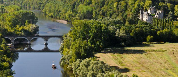 De leukste kleine campings in Dordogne voor de hele familie, inclusief rustige en kindvriendelijke familiecampings met zwembad en een Nederlandse eigenaar.