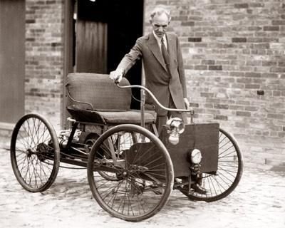 Henry Ford with his first automobile, 1896  >>>  https://de.pinterest.com/geneleachman7/cars-before-1930/ >>>  https://de.pinterest.com/pin/360569513897426984/