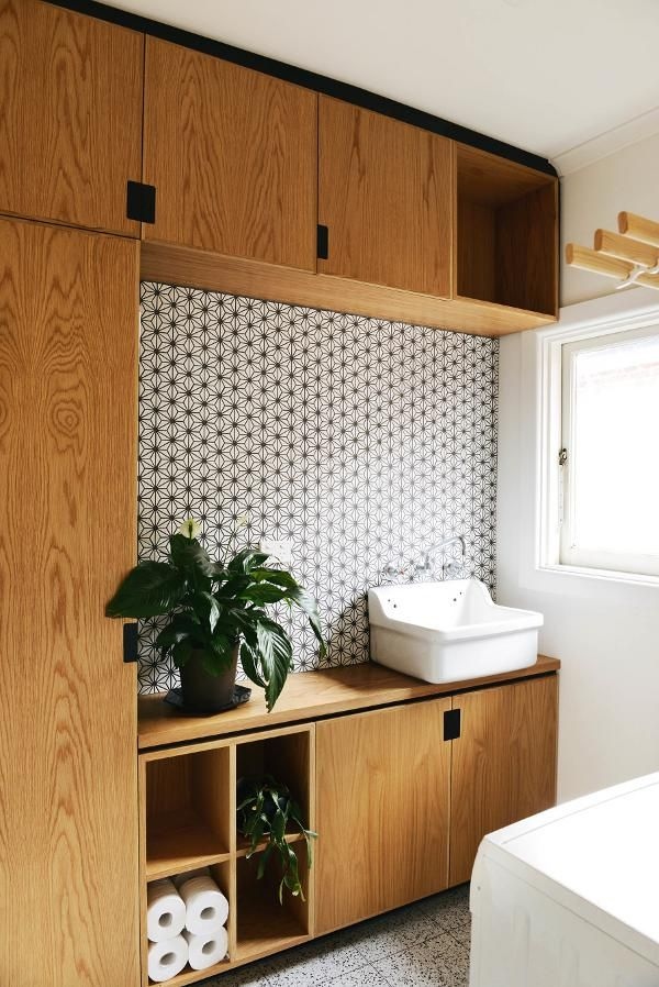 love this tile + wood