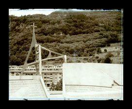 Chiesa dell'Immacolata Concezione della Vergine, Longarone (BL),  di Giovanni Michelucci  scelta da CLAUDIA CONFORTI, fotografata da Marco Zanta SCHEDA DELL'OPERA  Progetto: 1966 Realizzazione:1975-1978 Via Roma, Longarone (BL)