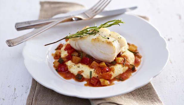Skrei stekt  med rosmarin og hvitløk, servert sammen med ratatouille og polenta.