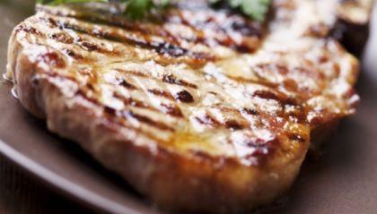 Varkenskotelet met gegrilde asperges