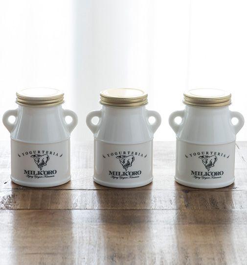 ミルク缶型の白いガラス瓶に入れられた、希少なジャージー牛の生乳と甜菜糖だけを原料とした添加物不使用のヨーグルト。全国でも珍しい熟…