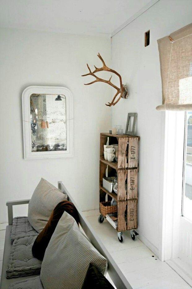 Recycle - old case/box http://eenigwonen.nl/houten-kistjes-als-kast/