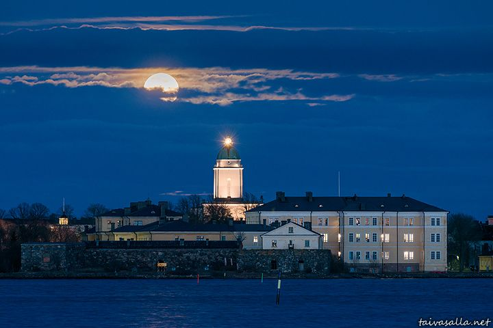 taivasalla.net - Under the Open Sky - April 2014. Helsinki, Finland: The full moon rises above the Suomenlinna islands in a spring evening's view from the shore of Kaivopuisto district.