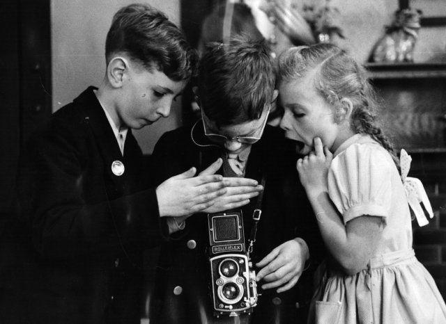 Thurston HOPKINS :: Framed Subject :: Children operating a twin lens reflex camera, September 1953