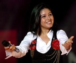Sunidhi Chauhan got her first singing break in the hindi film Shastra. Later, Sunidhi got a big blockbrock song Ruki Ruki Si Zindagi in the movie Mast. After this, Sunidhi Chauhan gave huge hit songs like Chhaliya from the movie Tashan, Rock Mahi, Lucky Boy, Desi Girl from the movie Dostana Sunidhi Chauhan Live Musical Show In Hyderabad on October 12 2013, her live musical show entertain all hyderabadis in the weekend at Shilpakala Vedika, Hyderabad. For booking online tickets click on