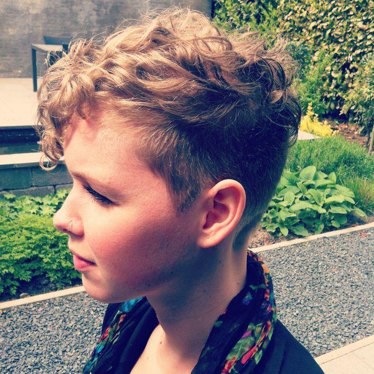 Coupes de cheveux pour les garçons aux cheveux bouclés  #boucles #cheveux #cou…