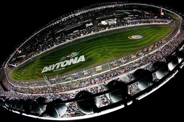 Green Flag at Daytona 2012 - First Daytona 500 under the lights!