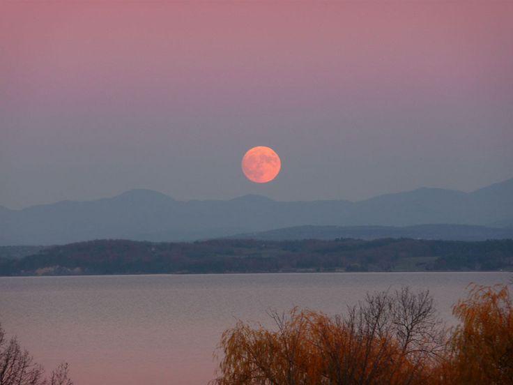 Supermoon rising over Lake Champlain and the Green Mountains. Photo: Anita Vigorito, Willsboro, NY