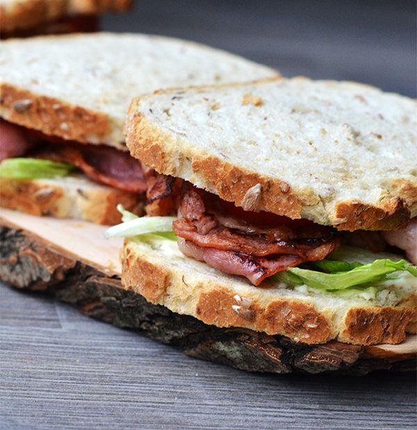 Sandwich met bacon, sla, tomaat - OhMyFoodness