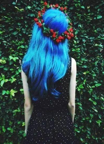 Синие волосы, венок, платье