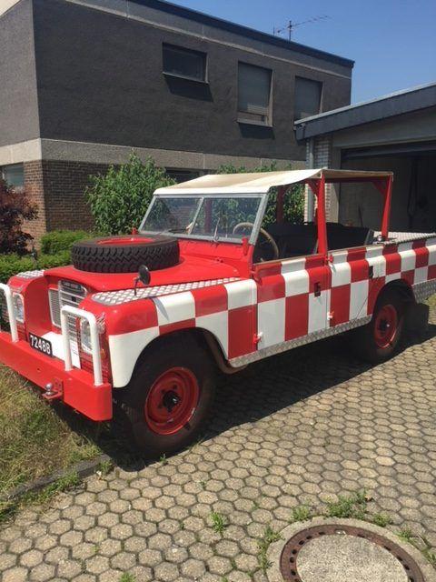 Land Rover 109 S3 Stationswagen Auf-/Umbau Flughafenfeuerwehr zu verkaufen.