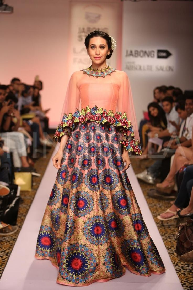 Lakmé Fashion Week Winter Festive 2018: Karishma Kapoor Dazzles On The Ramp!