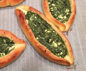 Rezept Pide mit Spinatfüllung von Simoeiss - Rezept der Kategorie Backen herzhaft