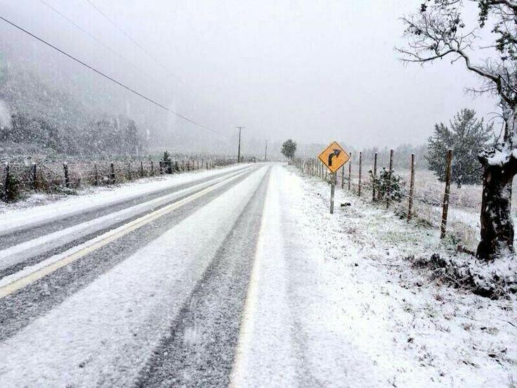 Nevando cerca de Los Angeles. Cruce cantera cerro colorado