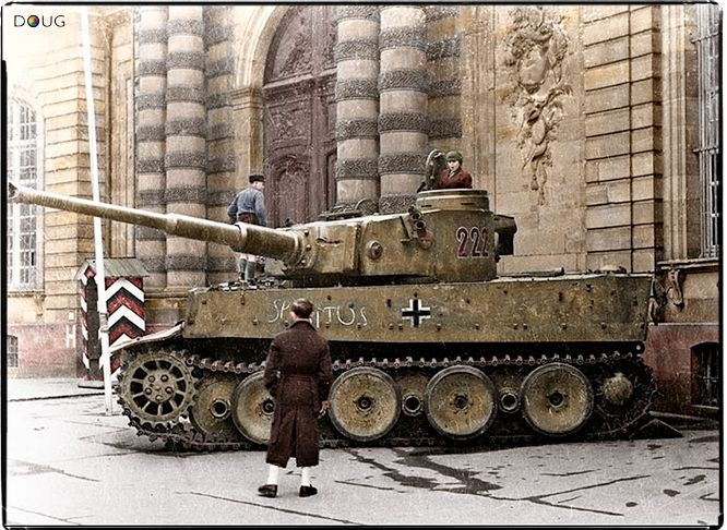 Pz.VI Tiger Nº.222 of Pz.Abt. 503 in front of the Palais Rohan in Strasbourg, France. late 1944