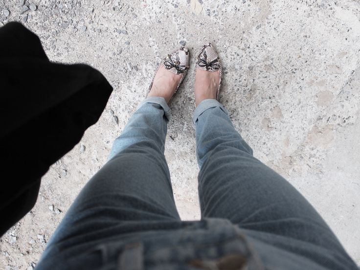 http://trulylaur.com/2015/07/12/high-waisted-jeans-and-snake-flats/