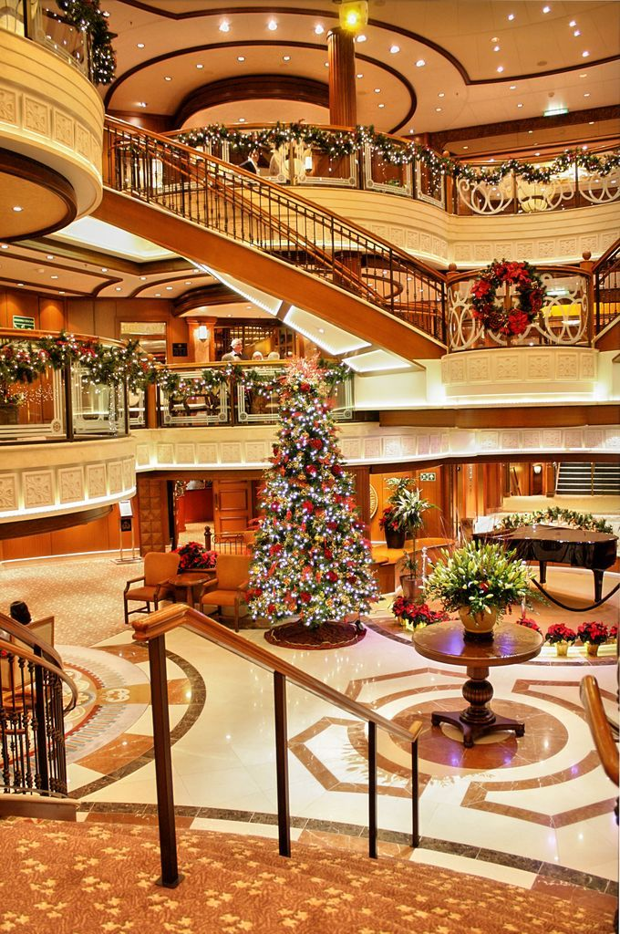Queen Victoria Cruise Ship jigsaw puzzle in Christmas